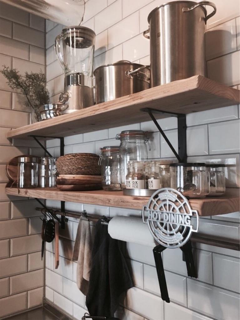 サブウェイタイルと足場板のキッチン