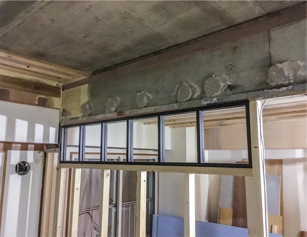 造作中の室内窓