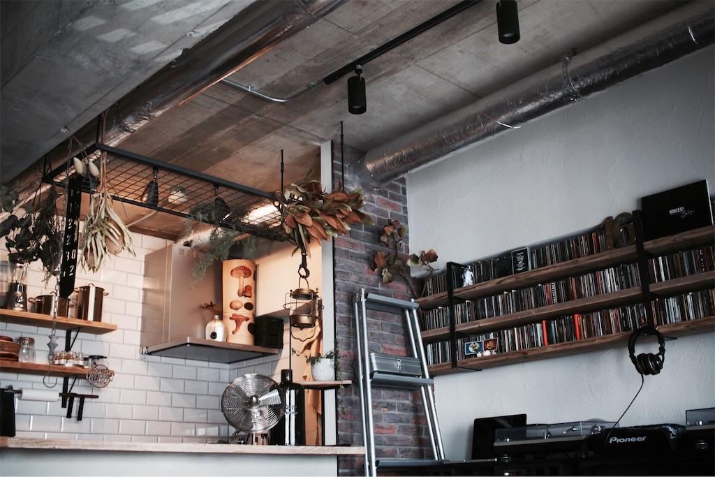 ブリックタイルやサブウェイタイルを使ったキッチンとリビング