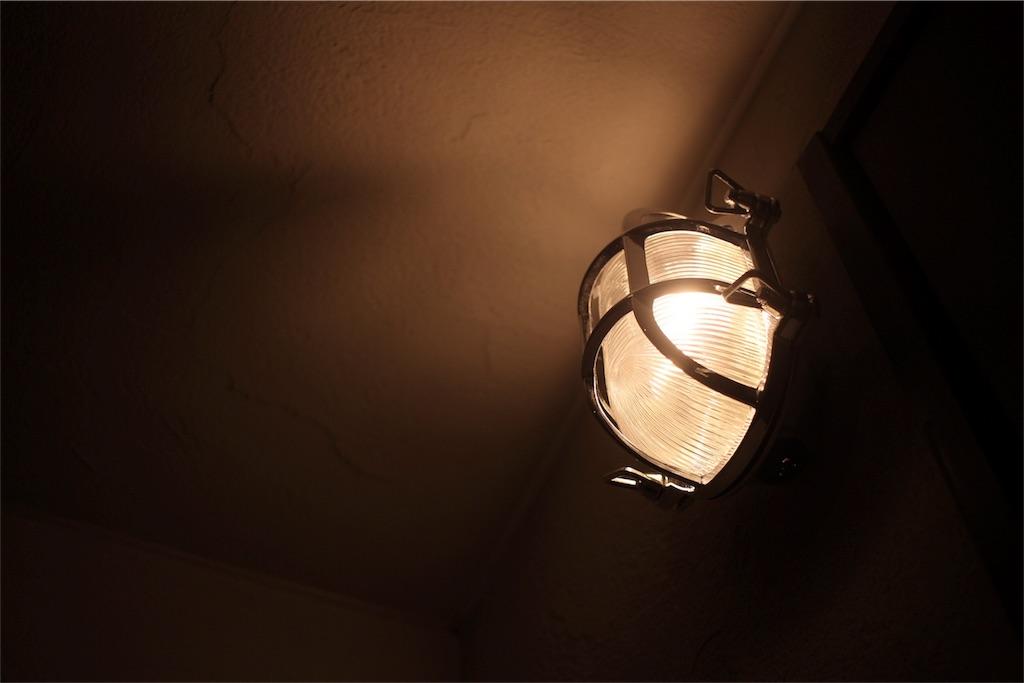リノベーションした玄関に付けたマリンライト