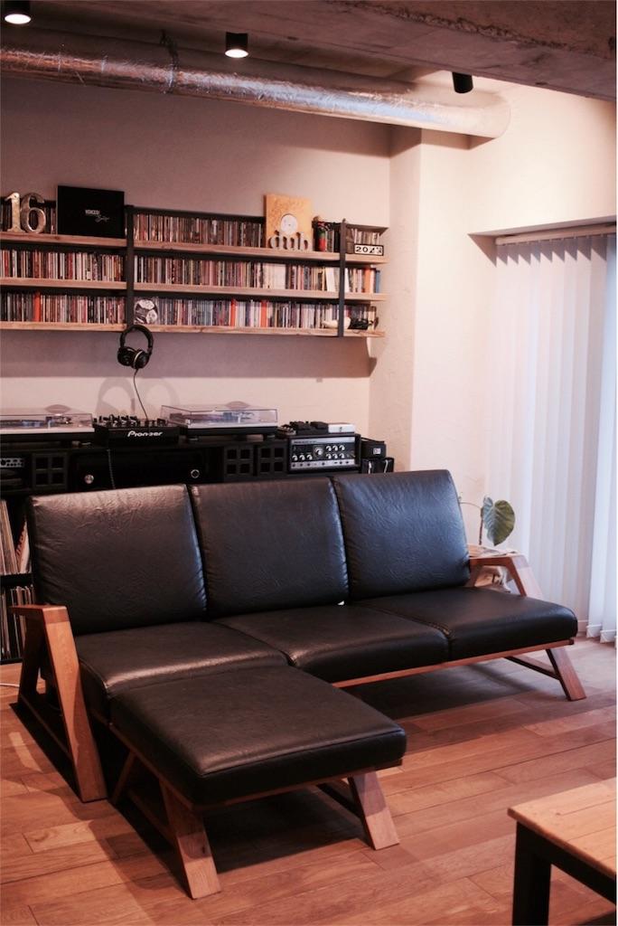 リビングに置いたサビサビのRM Sofa 3P