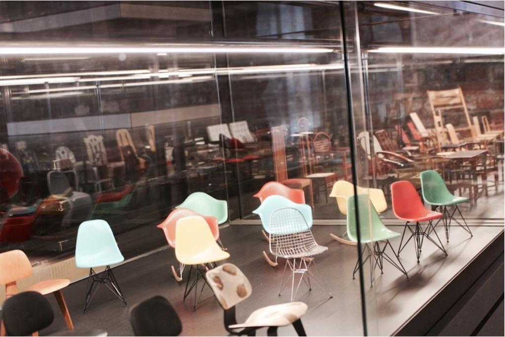 チェアーズギャラリーで展示中のミニチュア製チェア