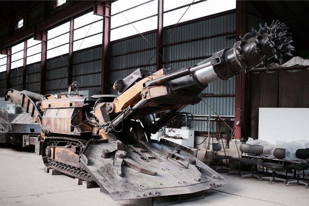 自走枠整備工場に置かれたロードヘッダー