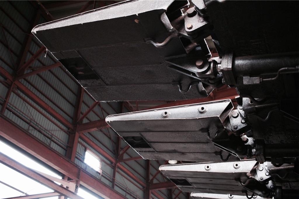 自走枠整備工場にある大きな鉄の重機