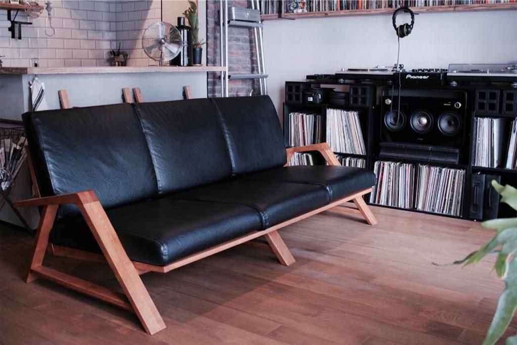 インダストリアルに合うSabiSabiの無垢ソファRM Sofa 3P