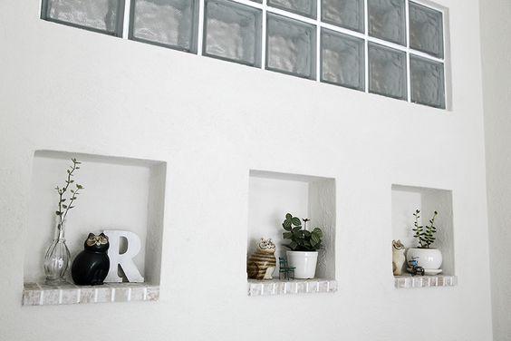 明かりとりにガラスブロックを使った壁