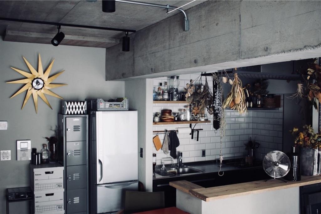 リノベーション後のキッチンとリビング