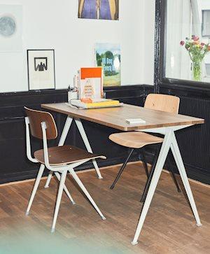 HAY(ヘイ)により復刻されたResult Chair(リザルトチェア)