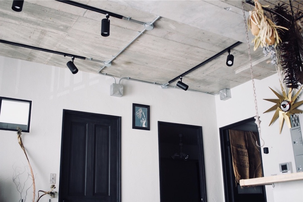 リノベーションで表し(現し)天井にしたリビングの天井