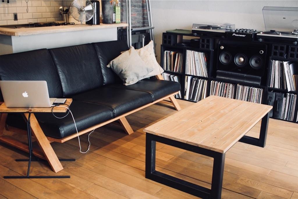 無垢木で統一したソファとセンターテーブル