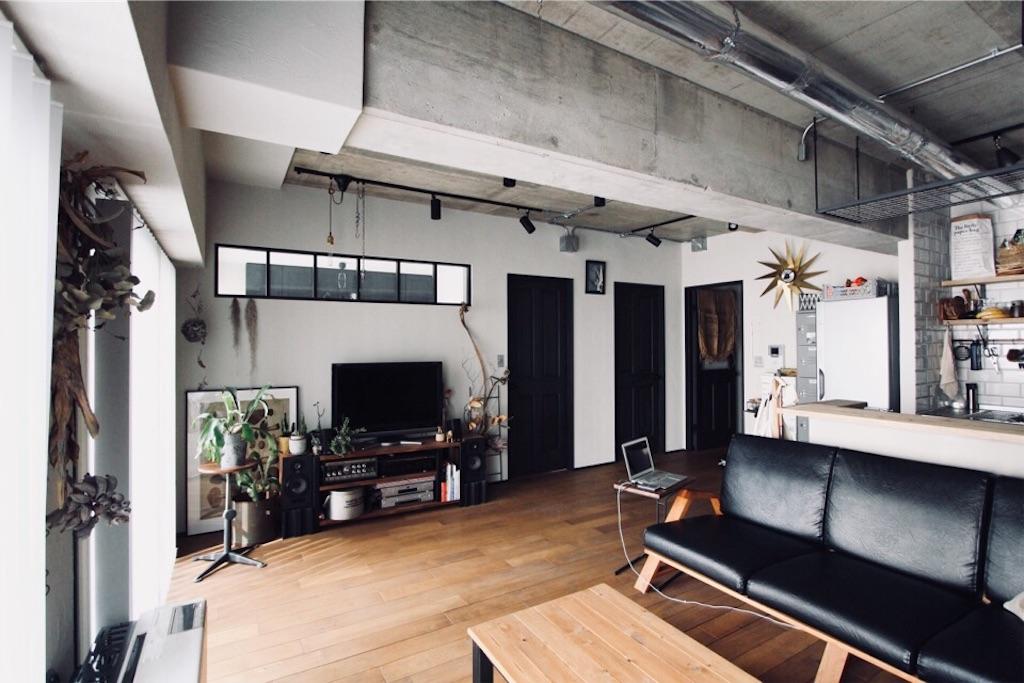 室内窓や塗り壁&無垢床 こだわりの詰まったリビング