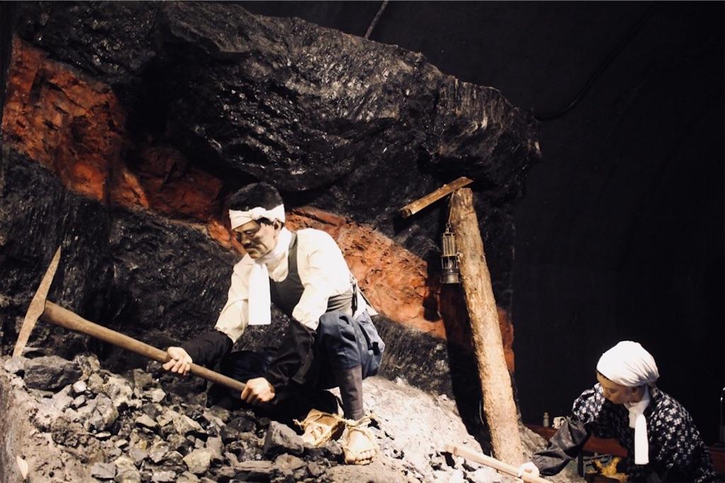 手作業で探鉱していた頃の様子
