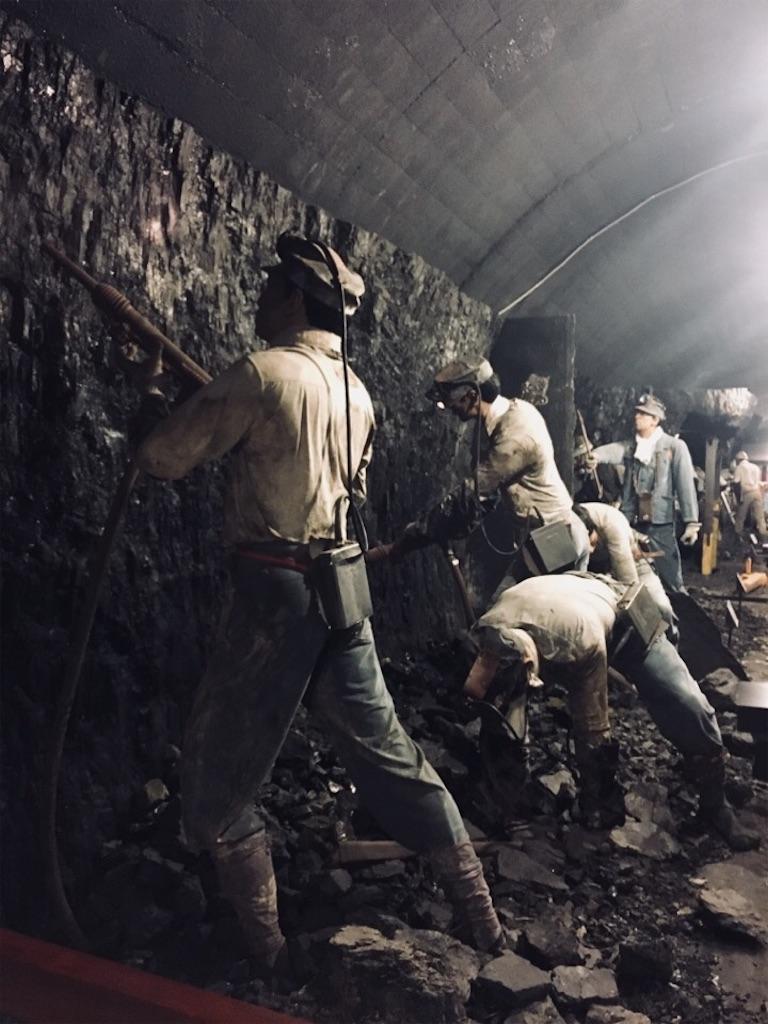 昭和時代の探鉱作業の様子