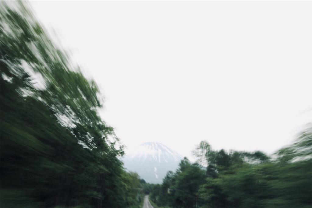 ドライブ中に見る羊蹄山