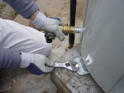 電気温水器ボルト固定