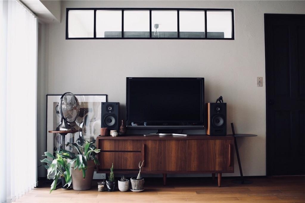 ヨコヤムヤムの家・室内窓とリビングインテリア