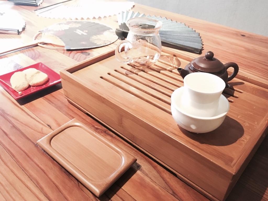 茶舗茶問の小さな急須と聞香杯