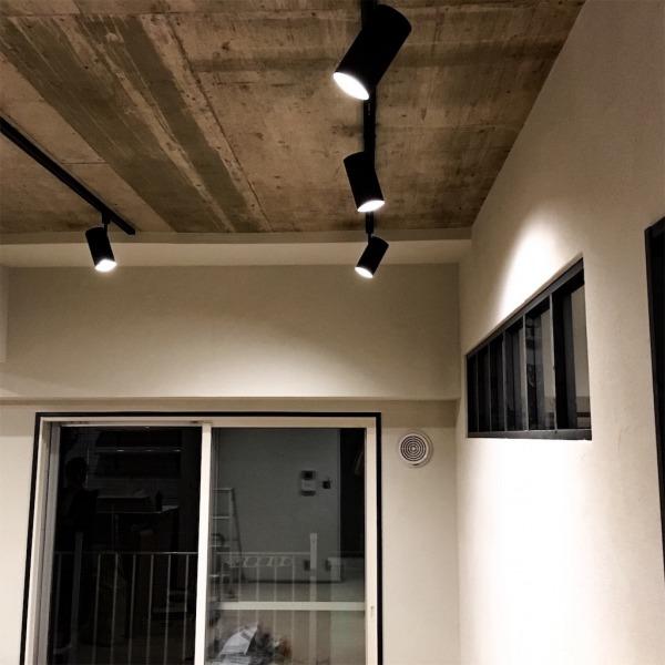 リビングのライティングレールとLED照明