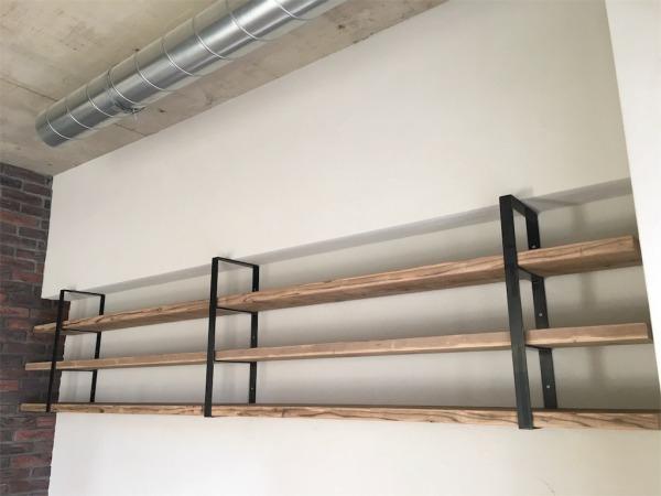足場板とアイアンの造作ラック(CD収納)
