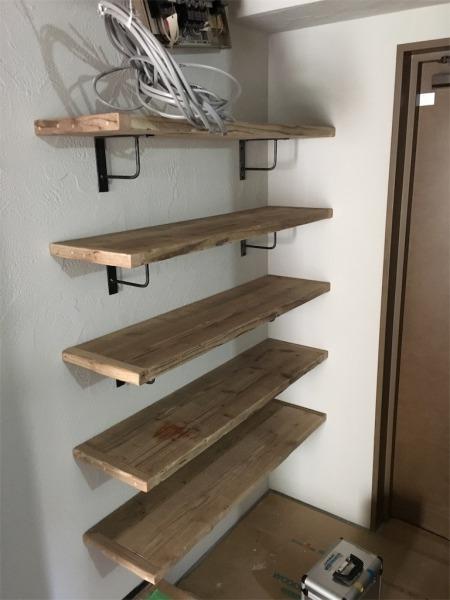 足場板とアイアンの靴収納