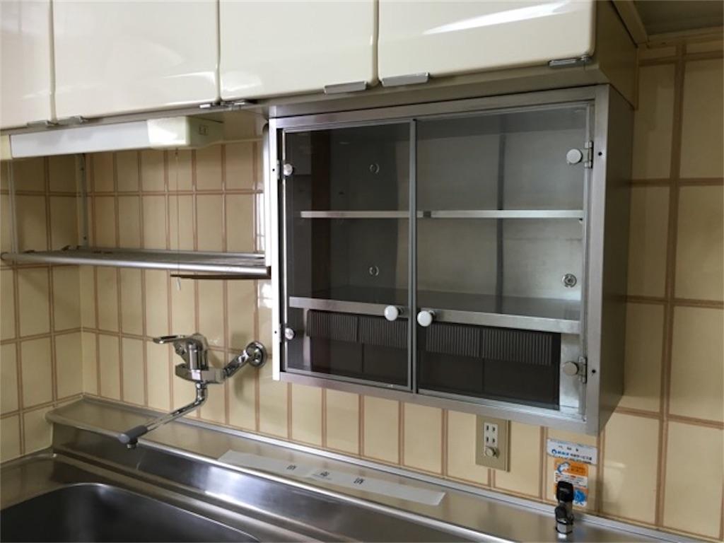 ツェツェアソシエ・インディアンキッチン風の収納棚