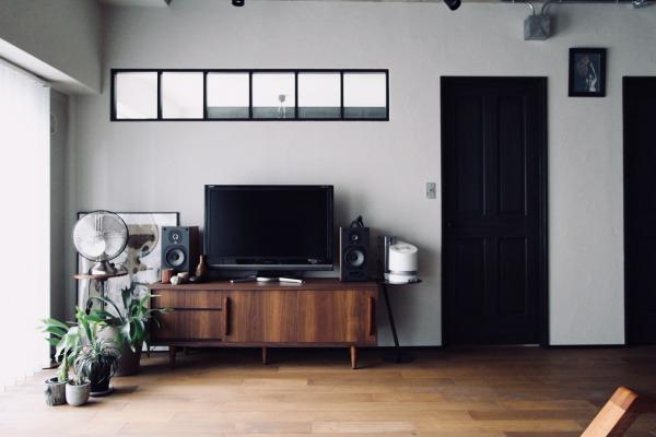 室内窓(インナーウィンドウ)と無垢のドア