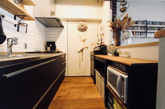 キッチンに集約したフタ付きのゴミ箱