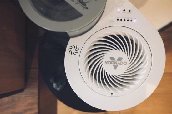 サーキュレーター内臓のボルネード気化式加湿器EV100-JP