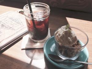Wednesdayのアイスコーヒーとグラノーラ