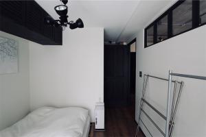 モノトーンでシンプルにした寝室