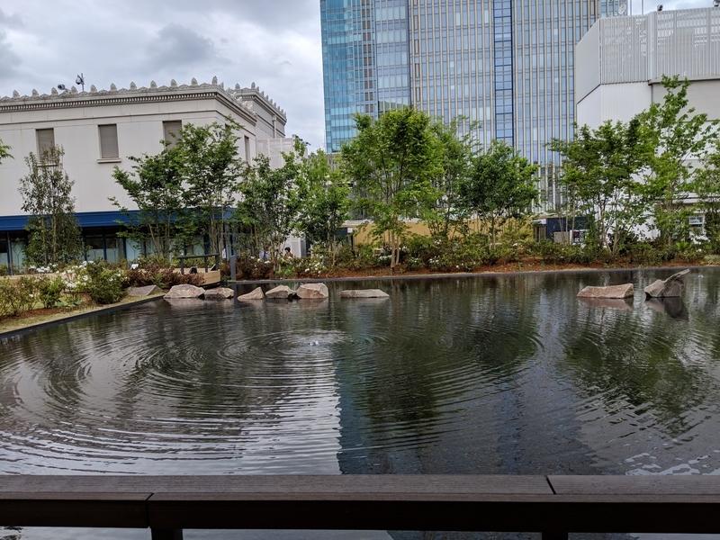 日本橋三越の屋上、池