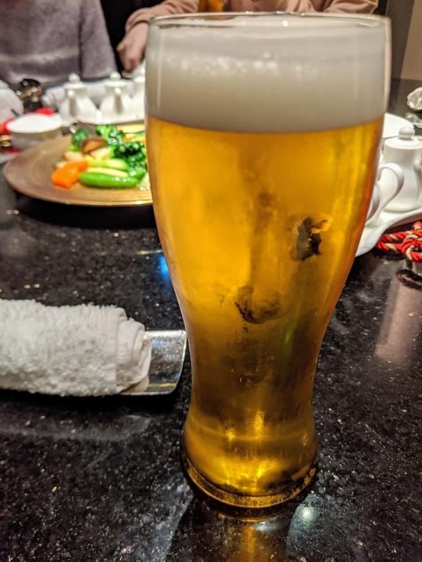 宴会、まずはビール