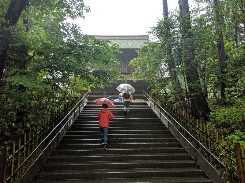 円覚寺の山門への階段