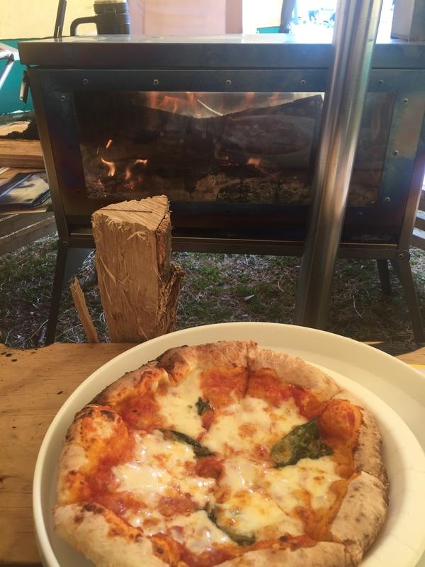 石窯で焼いたピザもありました