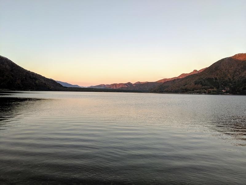 西湖の夜明け