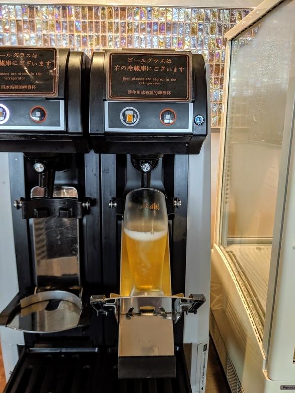 羽田空港のラウンジのビールサーバー