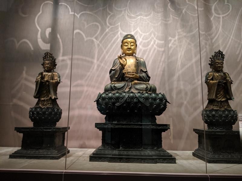 青銅鎏金坐佛三尊像