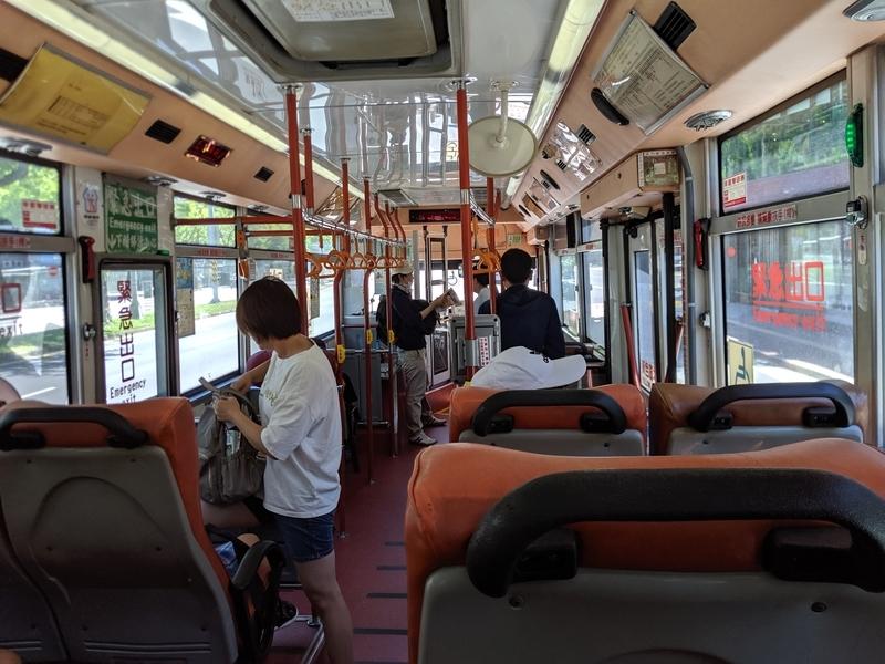 バスに乗って士林方面へ