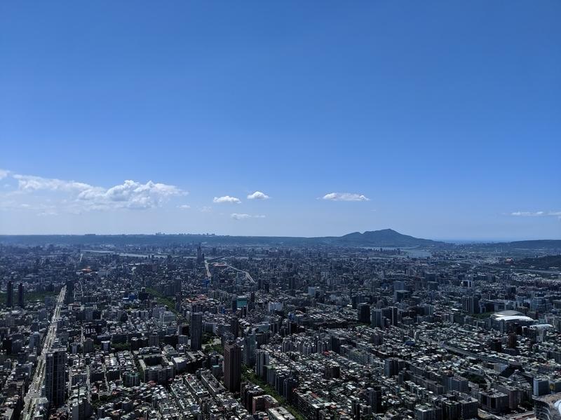 台北101の展望台の戸外観景台からの風景