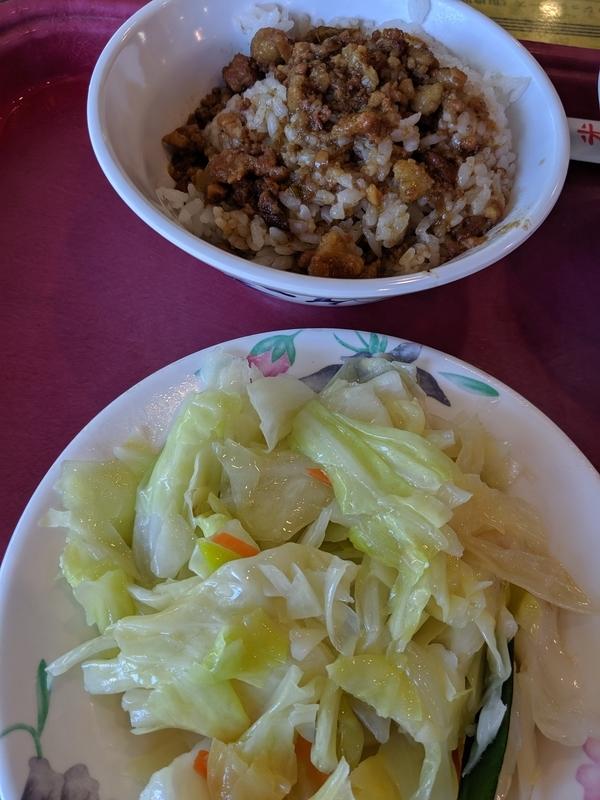 丸林魯肉飯で朝食