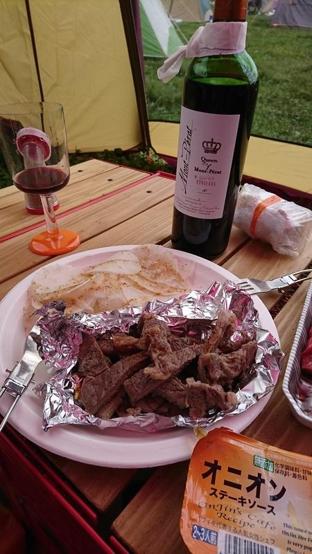 ランチは肉と赤ワイン