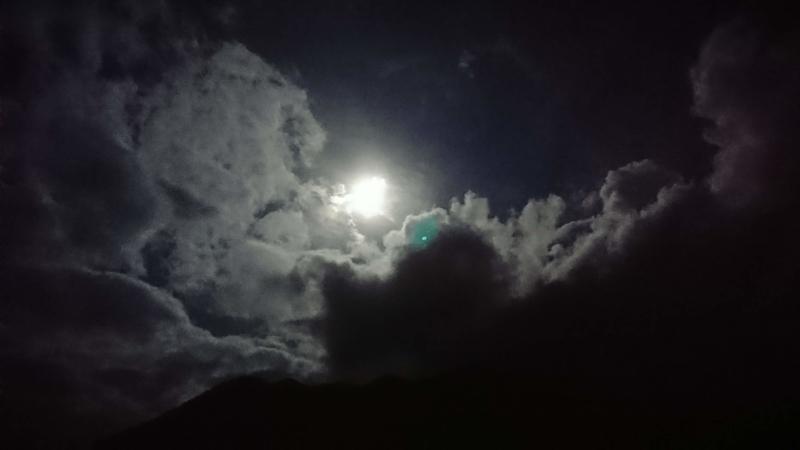 ふもとっぱらの月