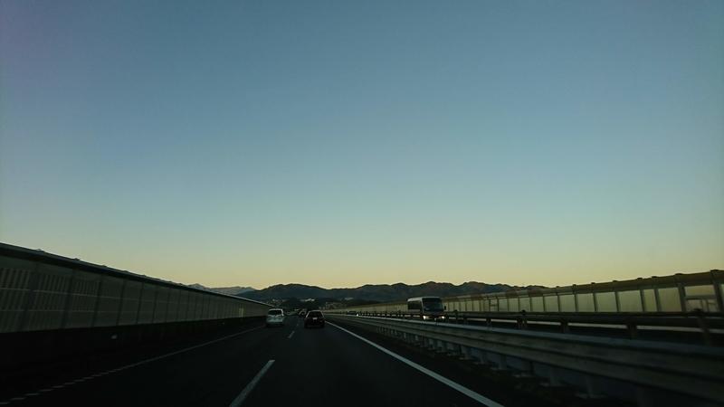 夜明けの中央道
