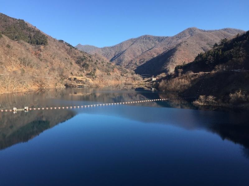 ダムから湖方面