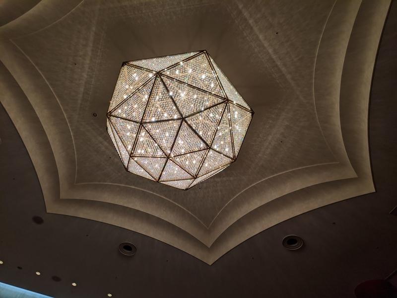 サントリーホール、天井のシャンデリア