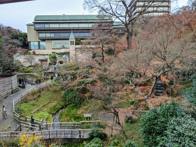 椿山荘庭の紅葉