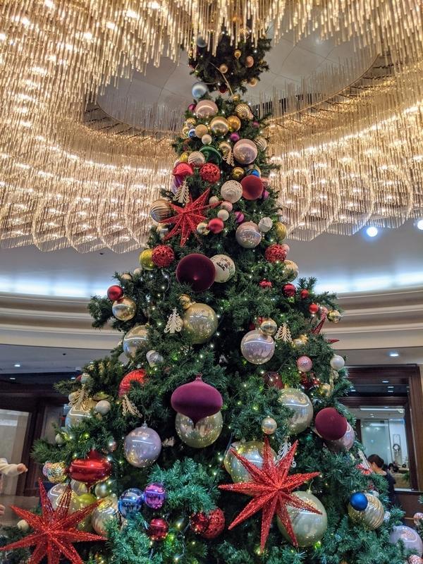 椿山荘ロビーのクリスマスツリー