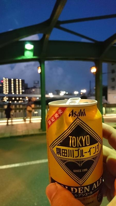 柳橋でビールを飲む
