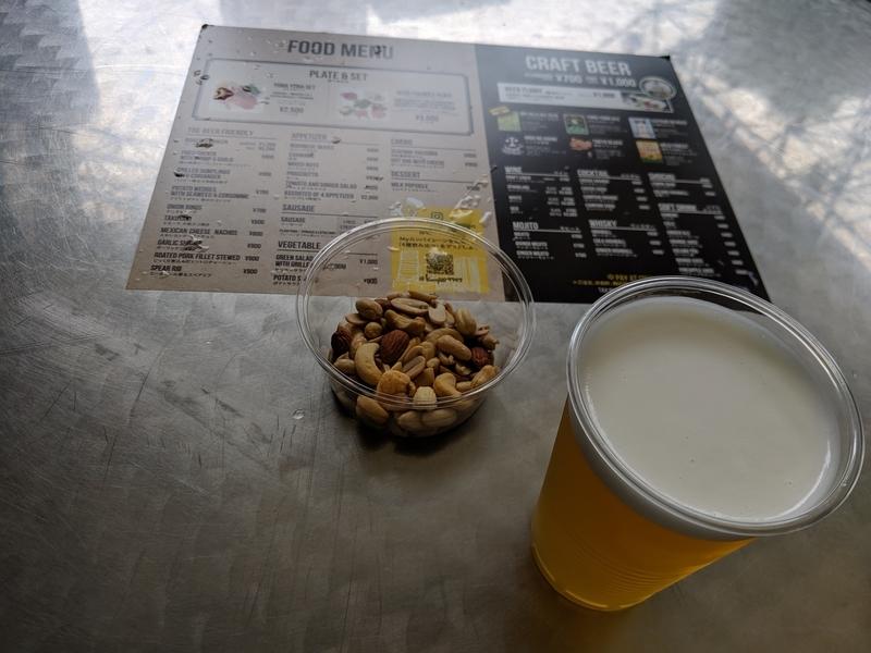 クラフトビールとミックスナッツ
