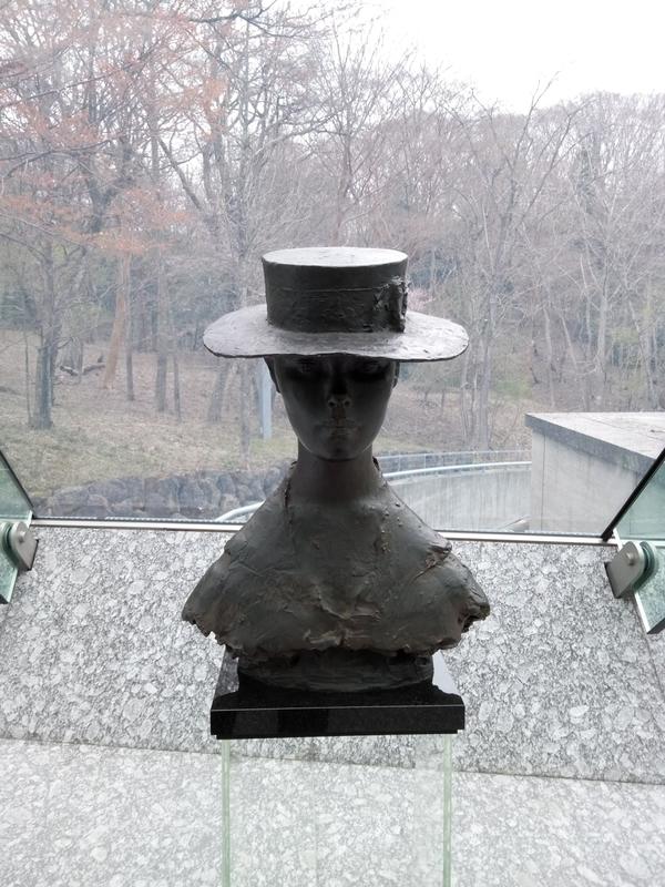 ポーラ美術館入ってすぐの彫刻